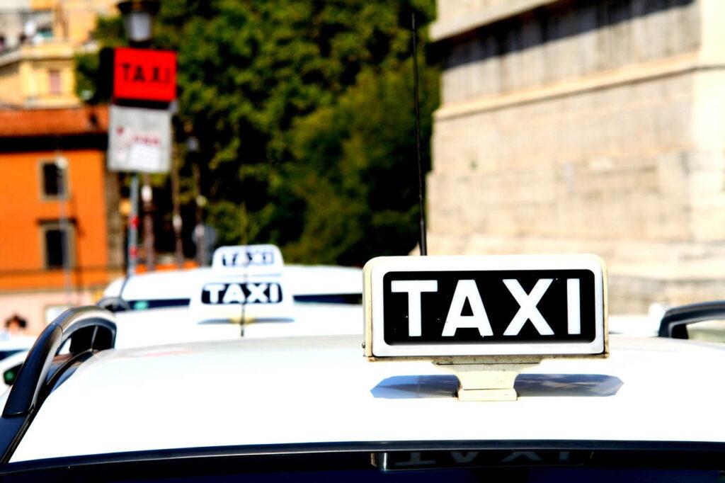 Taxi e Ncc: ok alle consegne a domicilio