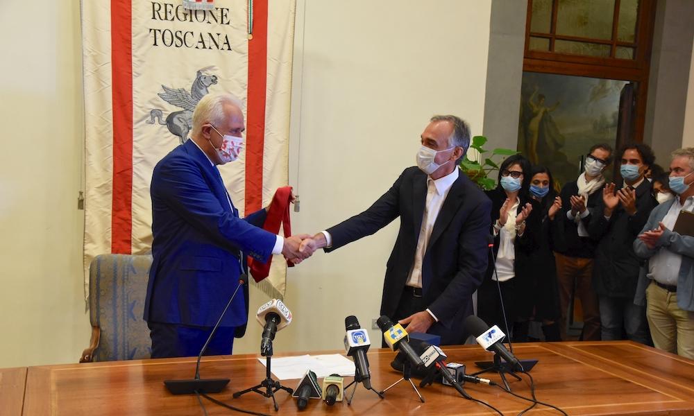Giani - Rossi: passaggio di testimone con cravatta rossa